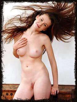 Alluring Emily Bloom flaunts her gorgeous body and...